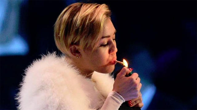 miley_cyrus_EMA_joint_2013_640x360