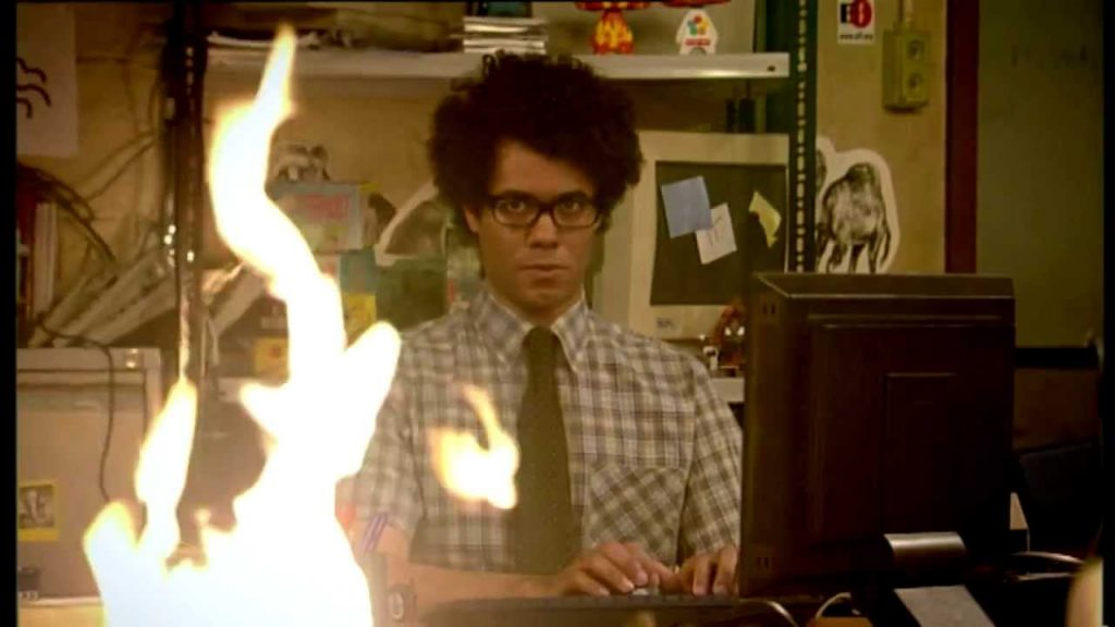 The IT Crowd: Maurice works while the office is on fire
