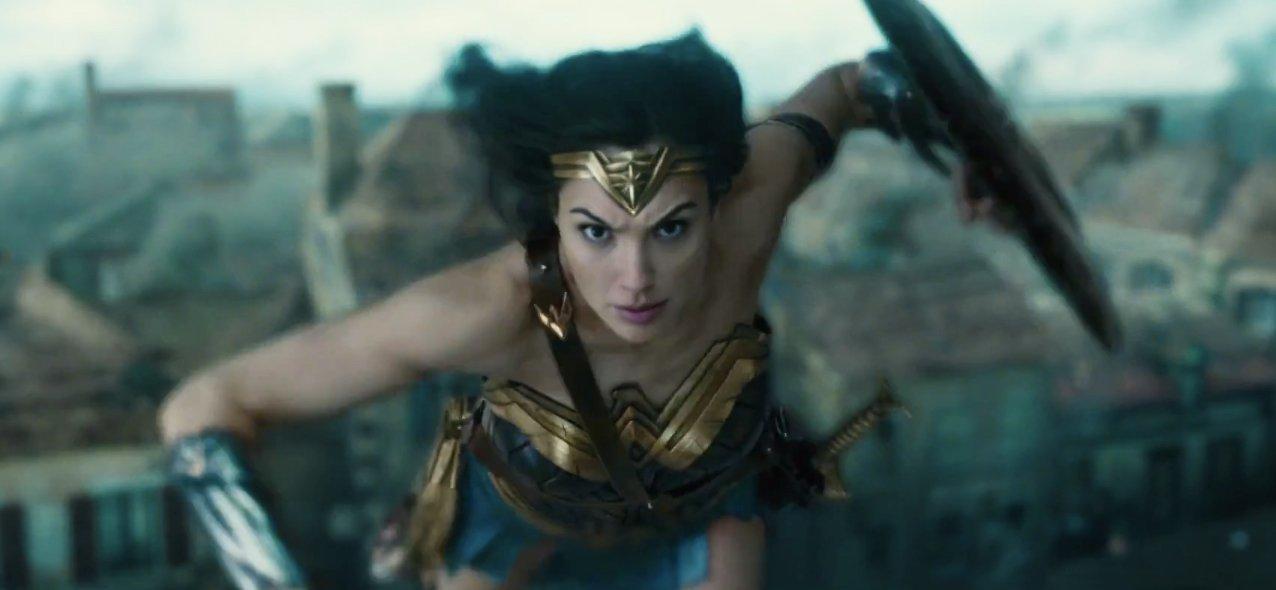 Wonder Woman She S A Very Good Secretary Pop Verse